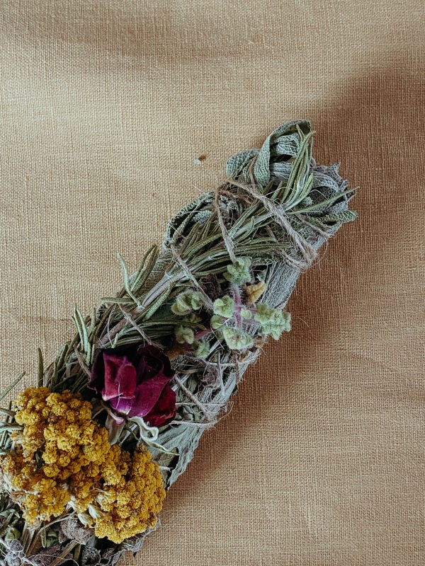 By Simone Stocker_Life Coach_Selbstliebe-Blossome journal-Ritual Tools Shop-Earthess Rising-Flower Smudge Sticks
